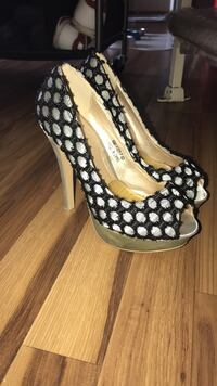 Heels - size 6 New Hope, 55428