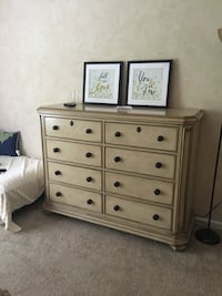 Queen Bed and Dresser Greensboro, 27410