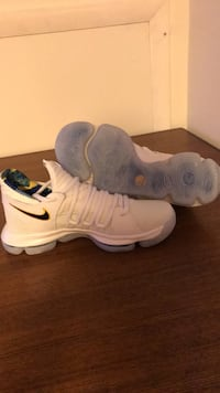 KD sneakers size 7 Frederick, 21703