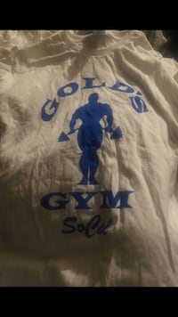 white and blue Gold's Gym crew-neck shirt