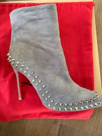 pair of gray suede heeled boots Long Beach, 90808