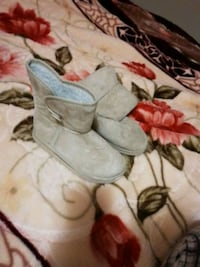 pair of gray suede boots London, N6K 2X6