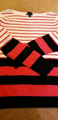 black, red, and white stripe long sleeve shirt St. Catharines, L2M 4G1
