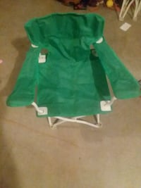 Green fold out chair Des Moines, 50320