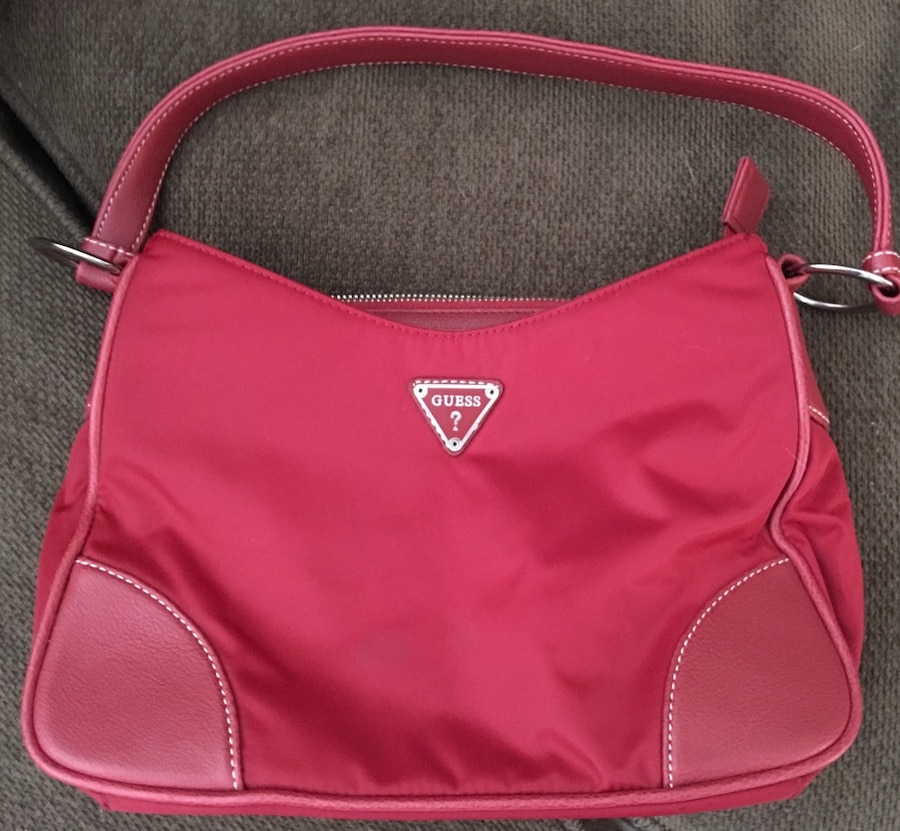 Guess res purse