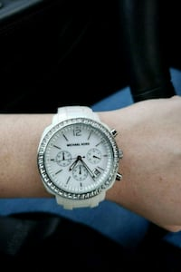 round silver Michael Kors chronograph watch with white strap Hollywood, 33024