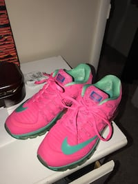 Pair of pink-and-green nike basketball shoes Des Moines, 50315