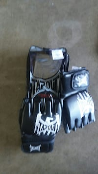 pair of black-and-white Tapout MMA gloves Hillsboro, 97124