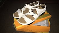 Ladies sandals size 6 new in box Toronto, M8Y 1R7