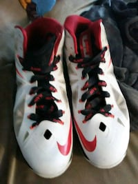 pair of white-and-red Nike basketball shoes Moline, 61265
