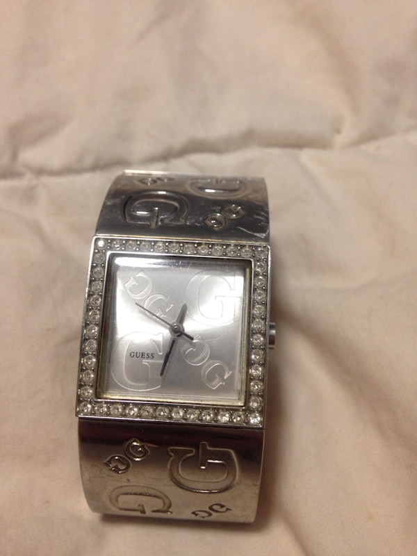 Guess watch with crystals d47a8d98-1d20-4f63-af1c-e8f4ce8ebccb
