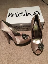 New shoes never worn( 38M-size 7-7.5) Coquitlam