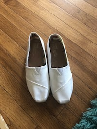 pair of white slip-on shoes Germantown, 20876