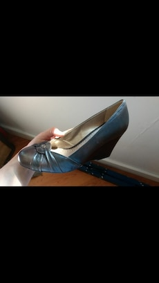 WORN ONCE- brown wedge size 8