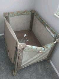 baby's gray and white travel cot Roswell, 30076