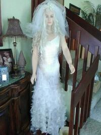 Bridal gown be the beautiful June bride size small