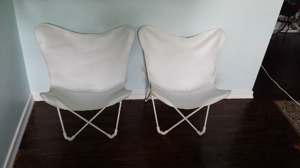 Butterfly folding chairs with white leather seat