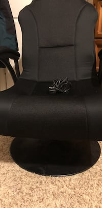 Black leather padded rolling armchair Fort Belvoir, 22060