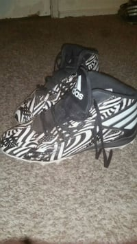 black and white pattern cleat size 11 like new  Riverbank, 95367