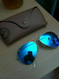 blue Ray-Ban aviator sunglasses with case Mississauga, L5B 2C9