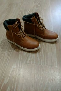 Youths size 5 -pair of brown leather boots Surrey, V3S 2Y3