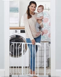 New, unused.. Regalo Easy Step 38.5-Inch Extra Wide Baby Gate St Thomas, N5R 6M6