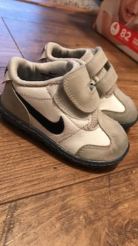 white-and-gray Nike velctro-strap low-top sneakers Vacaville, 95687