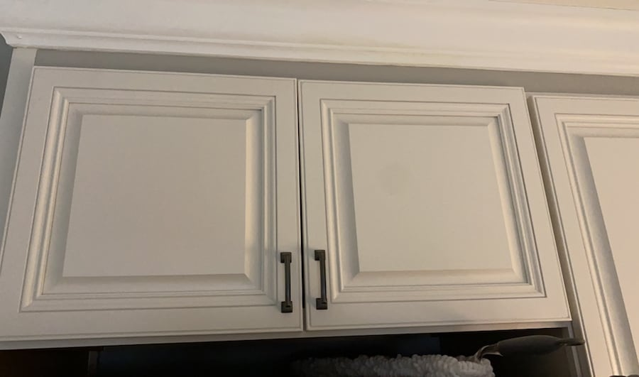 White abalaster top kitchen cabinet 3