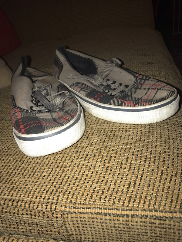 Used pair of gray-and-white Nike sneakers for sale in Dallas - letgo 352a54ac5