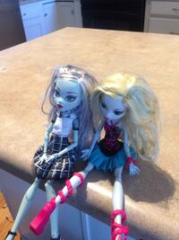 two Monster high toy dolls