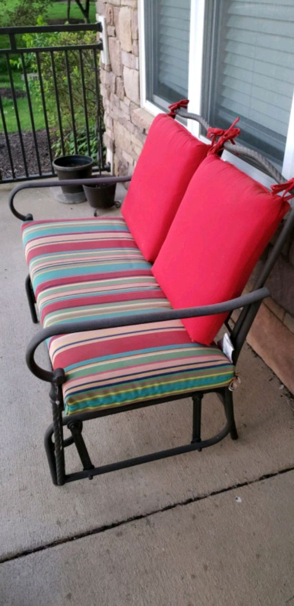 red and green striped padded chair b989d4a8-7754-4196-8fb0-456922101a92