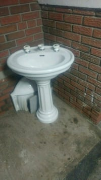 white ceramic pedestal sink with faucet Mississauga, L4T 1X4