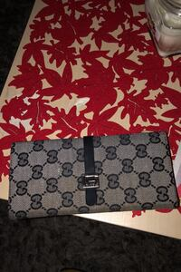 Selling Gucci wallet never used Richmond Hill, L4C 9Y9