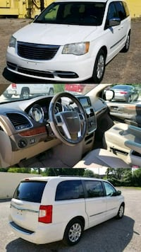 Chrysler - Town and Country - 2011 Houston, 77076