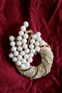 pearl and crystal diamonds broach Jewelry Silver Spring, 20905