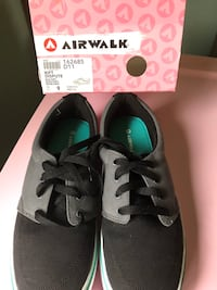 Airwalk size 9 ladies shoes