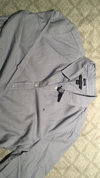 Gray button-up long-sleeved shirt Vancouver, V5M 1Z9