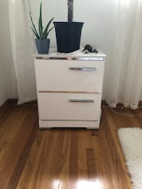 Nightstand great condition white Chicago, 60659