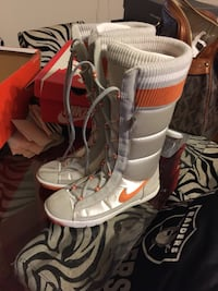 Gray orange and white nike lace up boots with case Stockton, 95203
