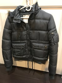 Black zip-up bubble jacket for women !! Surrey, V3S 2T4