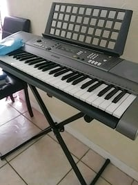 black and white electronic keyboard New Port Richey, 34652