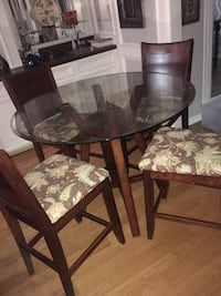 Glasse table with chairs Sugar Land, 77479
