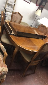 BEAUTIFUL DINING ROOM TABLE SET WITH CHAIRS  Los Angeles, 90032