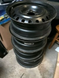 black 5-spoke car wheel set Montréal, H4R 1B6