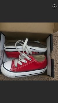 Size 6 toddler red low top converse