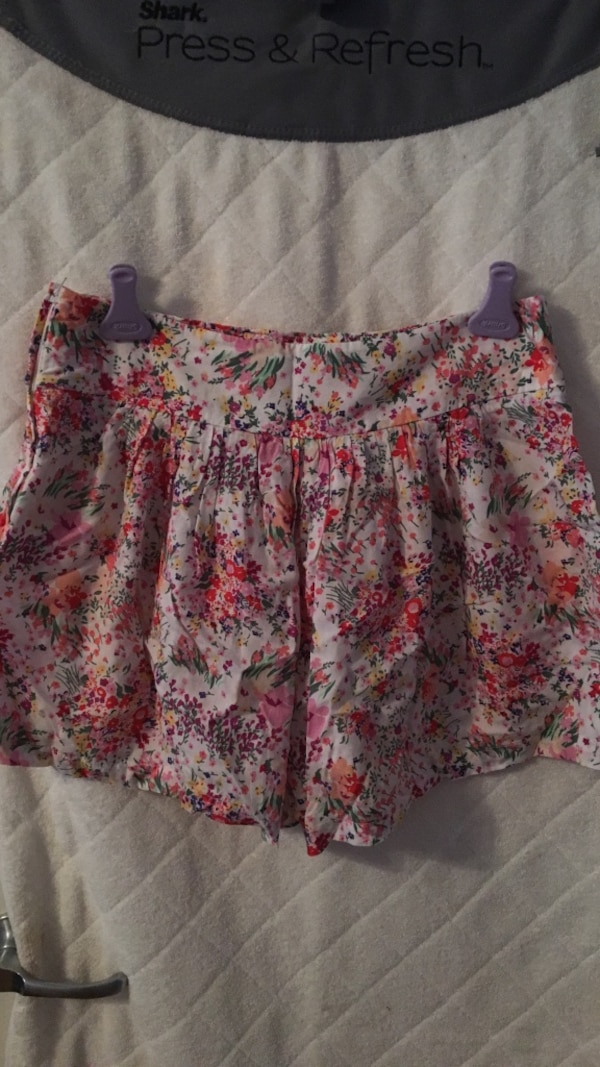 ddc0a42b9 Used white, green, and red floral mini skirt for sale in Rome - letgo