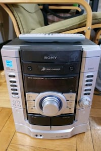 Sony cd-player, subwoofer and 2 speaker stand