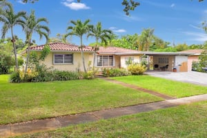 HOUSE For sale 3BR 2BA - NO HOA - 9 1/2 ft pool - Priced Right!
