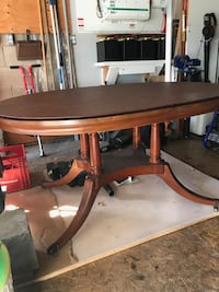 GORGEOUS Dining Room Table-EXCELLENT CONDITION Mississauga, L4Y 3J8