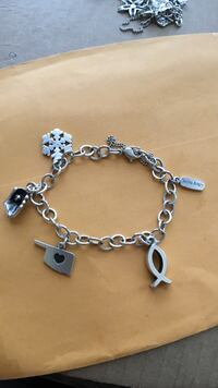 JAMES AVERY BEAUTIFUL LIKE NEW ALL CHARMS AND BRACELET ARE AVERY JUST 175$ some retired thx  San Antonio, 78221